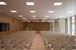 Auditorium with warm-white lighting – Maria Ward schools